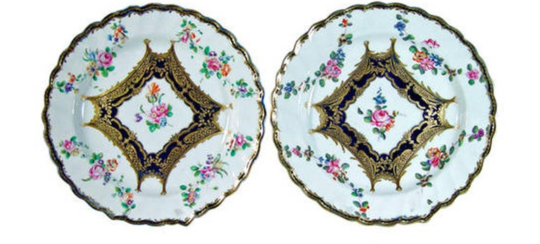 Chelsea Porcelain Set of Six Botanical Dessert Plates, 18th Century In Good Condition For Sale In Downingtown, PA