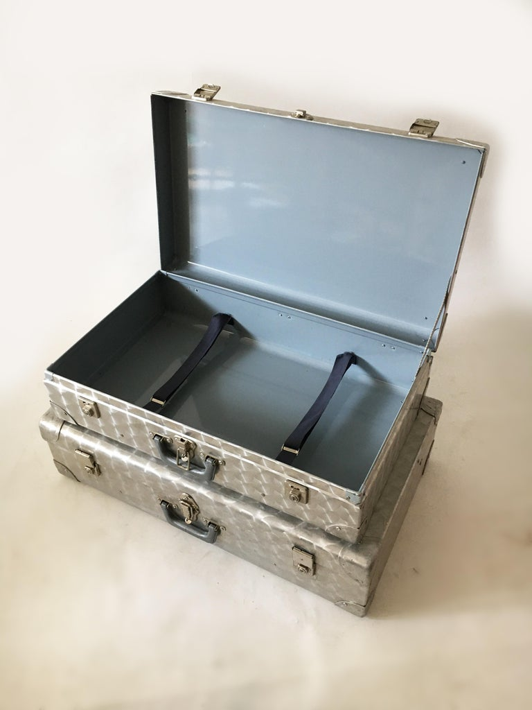 Cheney, London Aluminum Suitcase Luggage, Set of Two, England, 1960s For Sale 4