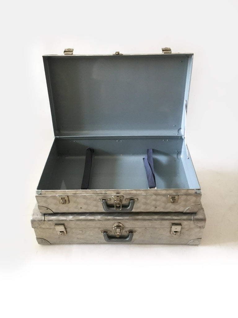 Cheney, London Aluminum Suitcase Luggage, Set of Two, England, 1960s For Sale 2