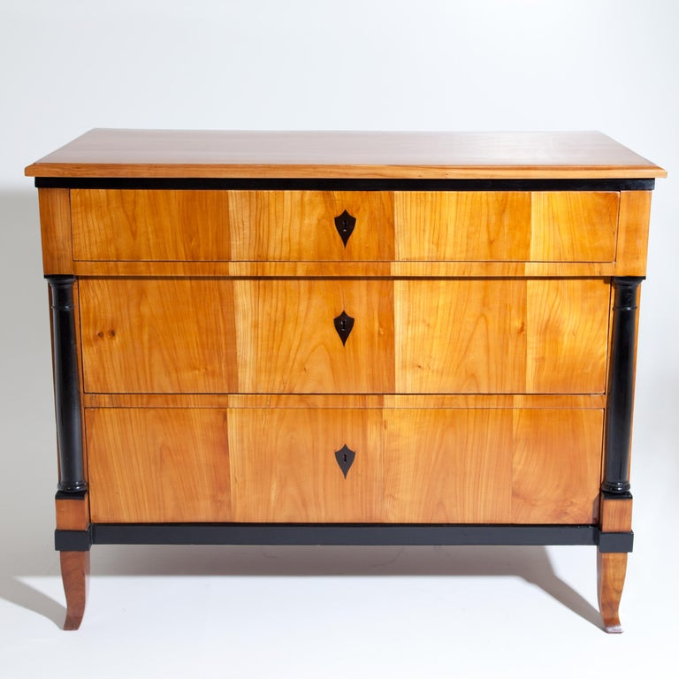Cherry Biedermeier Chest of Drawers, Southern Germany, circa 1820 In Good Condition For Sale In Greding, DE