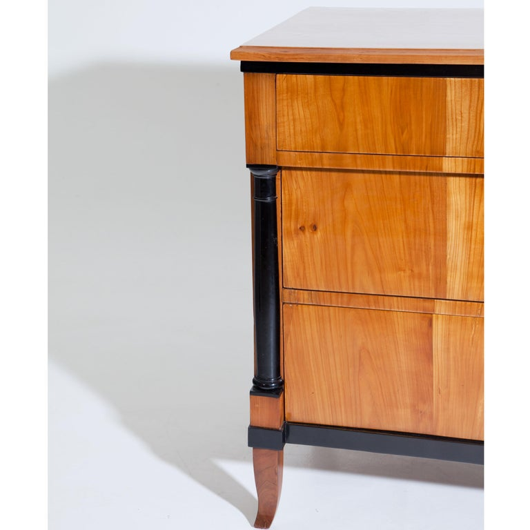 Cherry Biedermeier Chest of Drawers, Southern Germany, circa 1820 For Sale 1