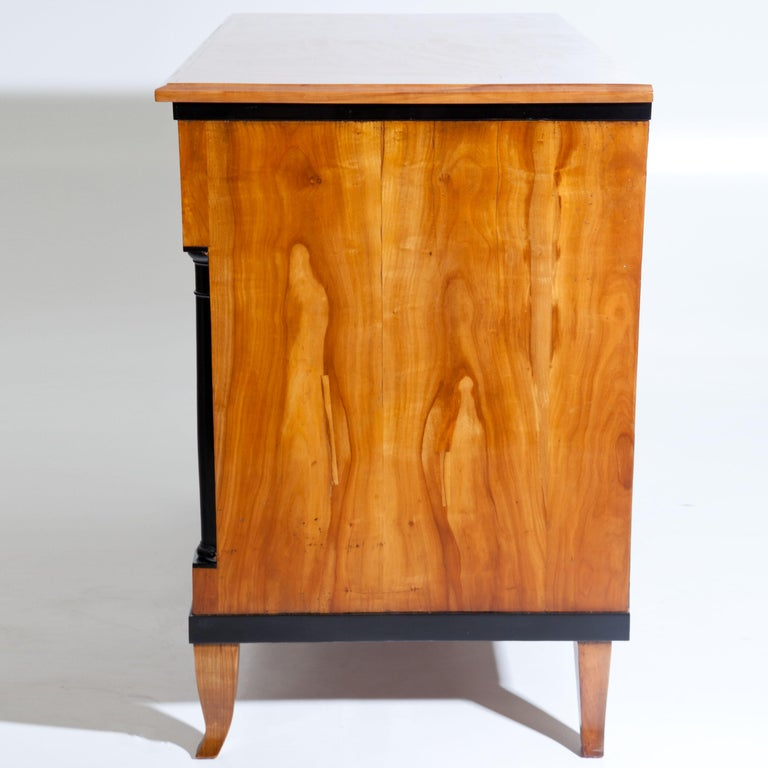 Cherry Biedermeier Chest of Drawers, Southern Germany, circa 1820 For Sale 4