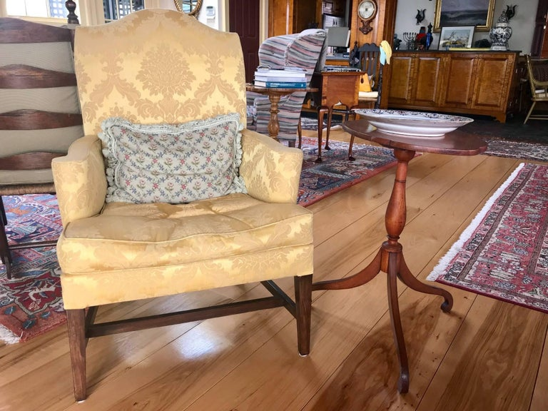 Cherry Federal Tilt-Top Table with Shaped Top, New England, circa 1810-1820 For Sale 2
