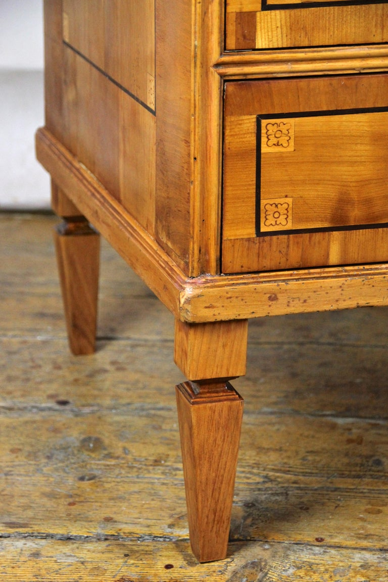 Cherry Wood Writing Desk with Kneehole Late 18th Century, Austria, circa 1790 For Sale 7