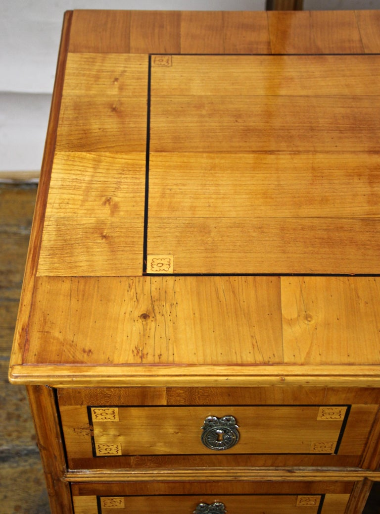 Cherry Wood Writing Desk with Kneehole Late 18th Century, Austria, circa 1790 For Sale 8