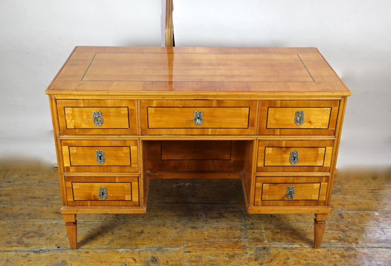 Austrian Cherry Wood Writing Desk with Kneehole Late 18th Century, Austria, circa 1790 For Sale