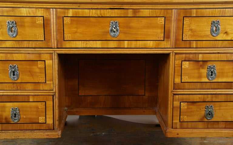 Cherry Wood Writing Desk with Kneehole Late 18th Century, Austria, circa 1790 For Sale 1