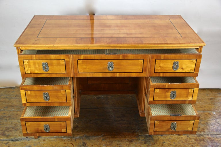 Cherry Wood Writing Desk with Kneehole Late 18th Century, Austria, circa 1790 For Sale 4