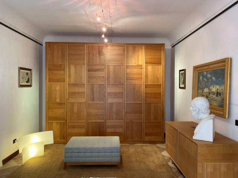 The simple geometric lines, with a crisscross pattern of the panels that highlights the natural grain of the wood, the values of purity and geometry of the decoration, characterize the wardrobes of the Scacchi collection. Discrete wardrobes, where