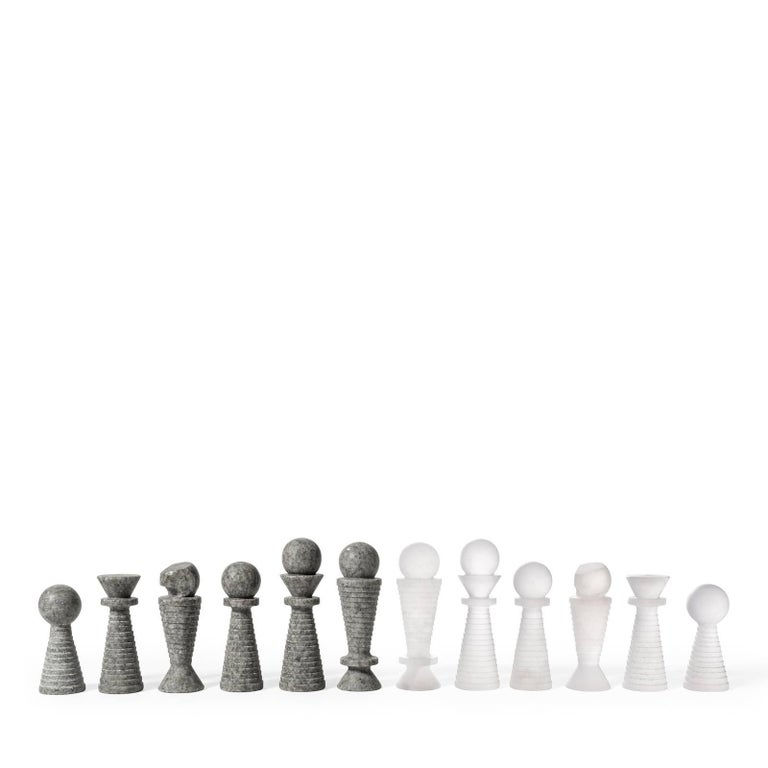 This elegant game box will be the ultimate gift for a chess lover and a splendid addition to any home. Perfect also as travel companion, the wooden box features a lid upholstered in beige leather, while the interior is divided into compartments to