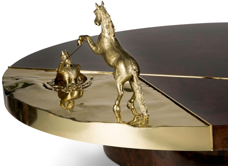 Modern 21st Century Chess Round Center Table in Polished Brass and Walnut Root Veneer For Sale