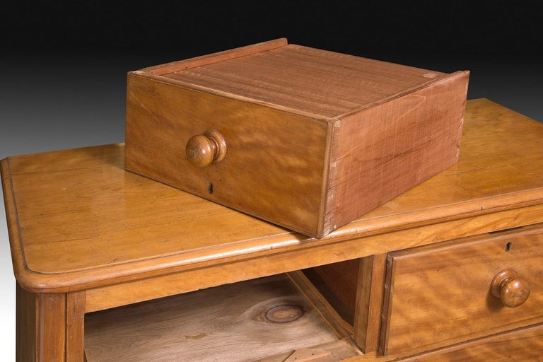 Chest of Drawers, Lemonwood, 19th Century In Good Condition For Sale In Madrid, ES