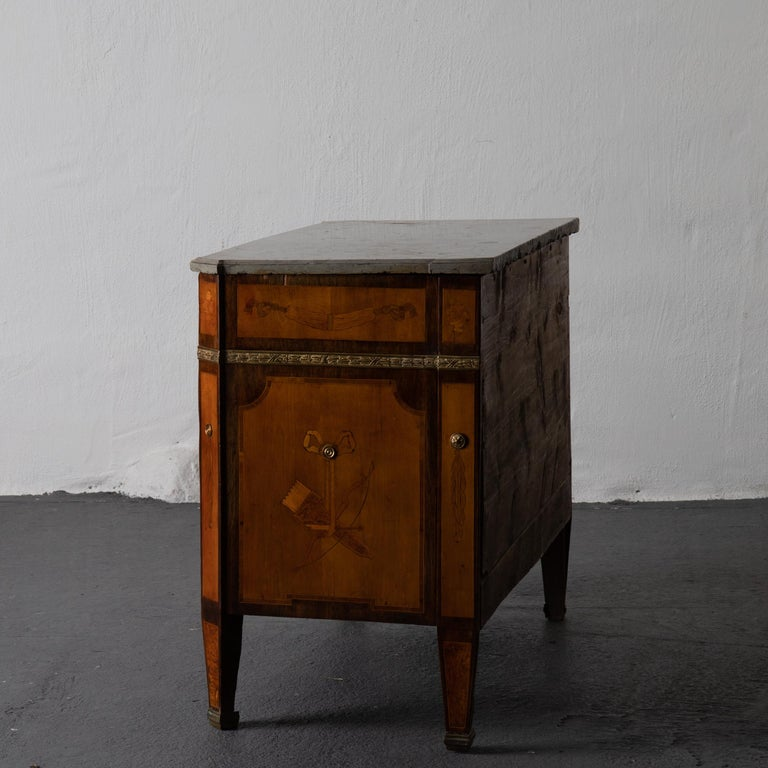 Chest of Drawers Signed by Gustaf Furlow Swedish Gustavian, 1780-1800, Sweden In Good Condition For Sale In New York, NY