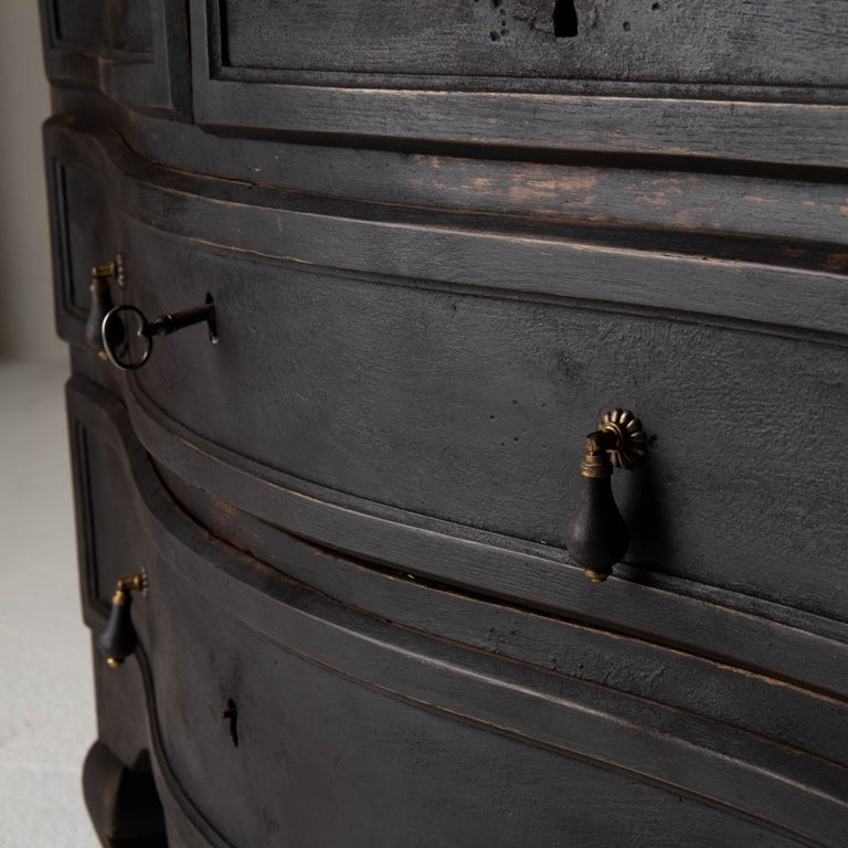 Chest of Drawers Swedish Black 18th Century Sweden In Good Condition For Sale In New York, NY