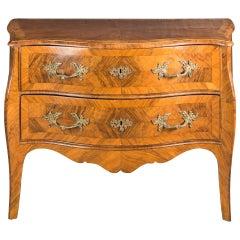 Italian chest of drawers. Genoa, 18th century Italy veneered walnut wood commode