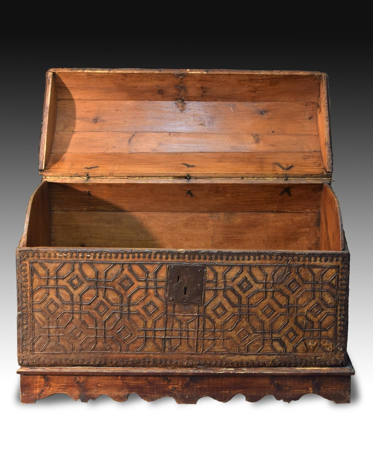 Renaissance Chest with Geometric Design, Leather, Iron, Spain, circa 1500 For Sale