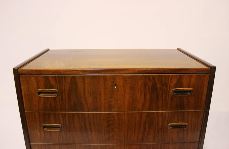Chest with Six Drawers in Walnut of Danish Design from the 1960s In Good Condition For Sale In Lejre, DK