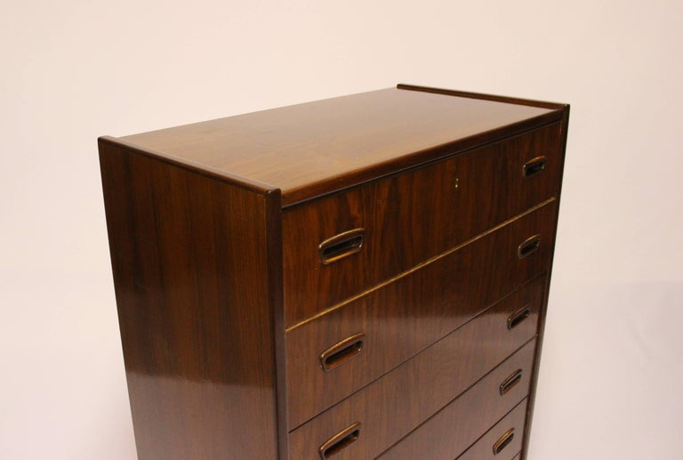 Chest with Six Drawers in Walnut of Danish Design from the 1960s For Sale 1
