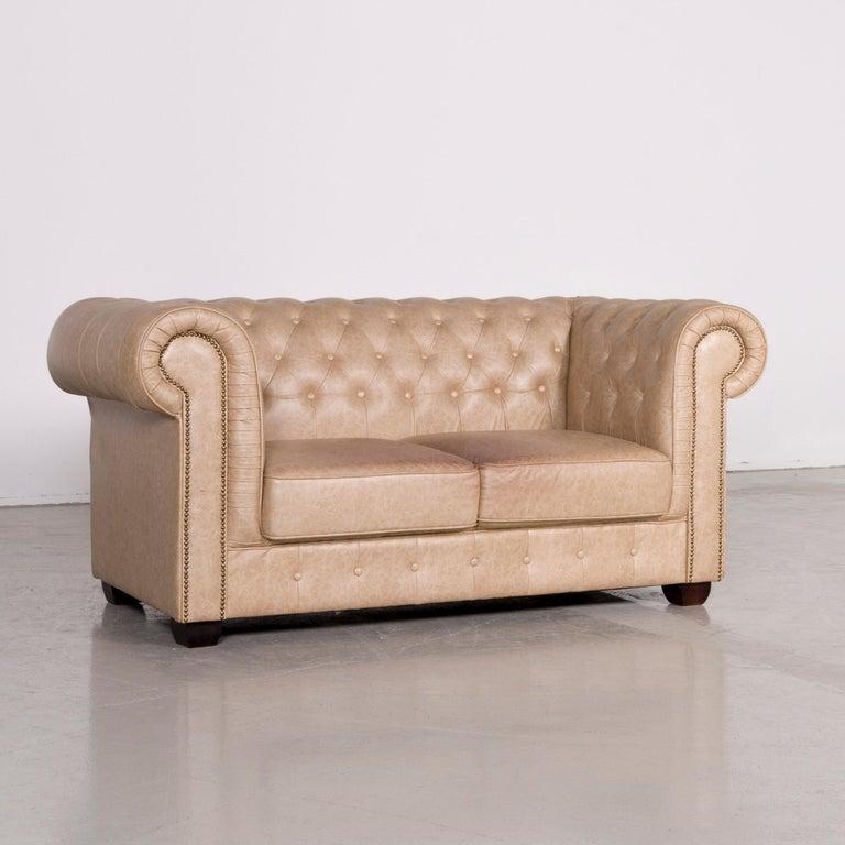 Chesterfield Ledersofa Braun Beige Vintage 2-Sitzer-Sofa bei 1stdibs
