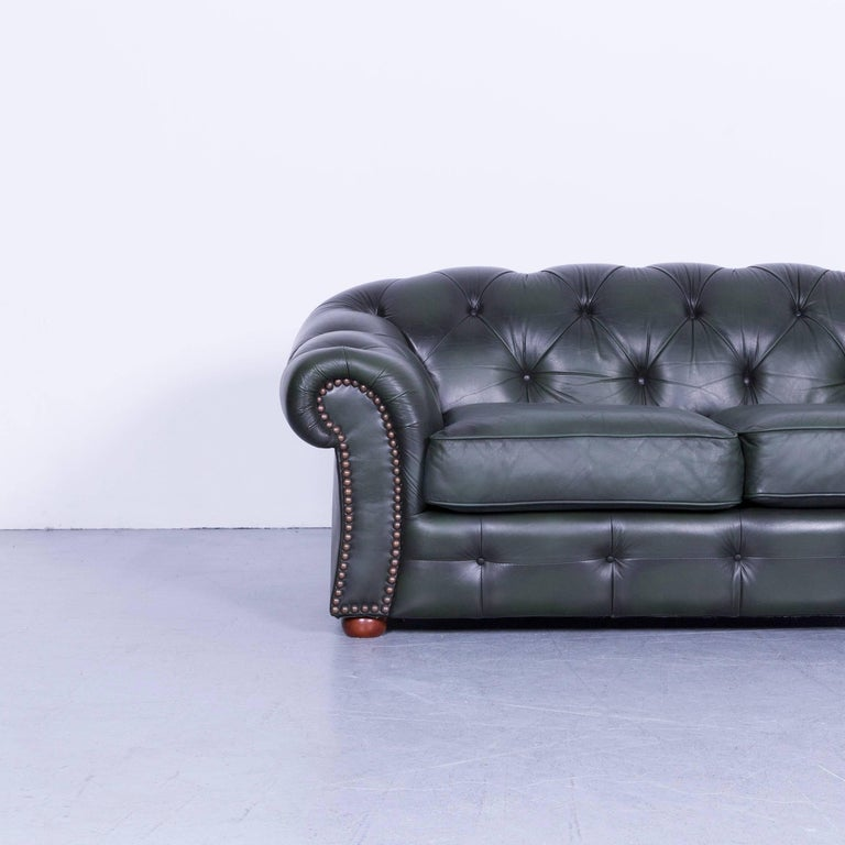 We bring to you an Chesterfield leather sofa green two-seat couch.