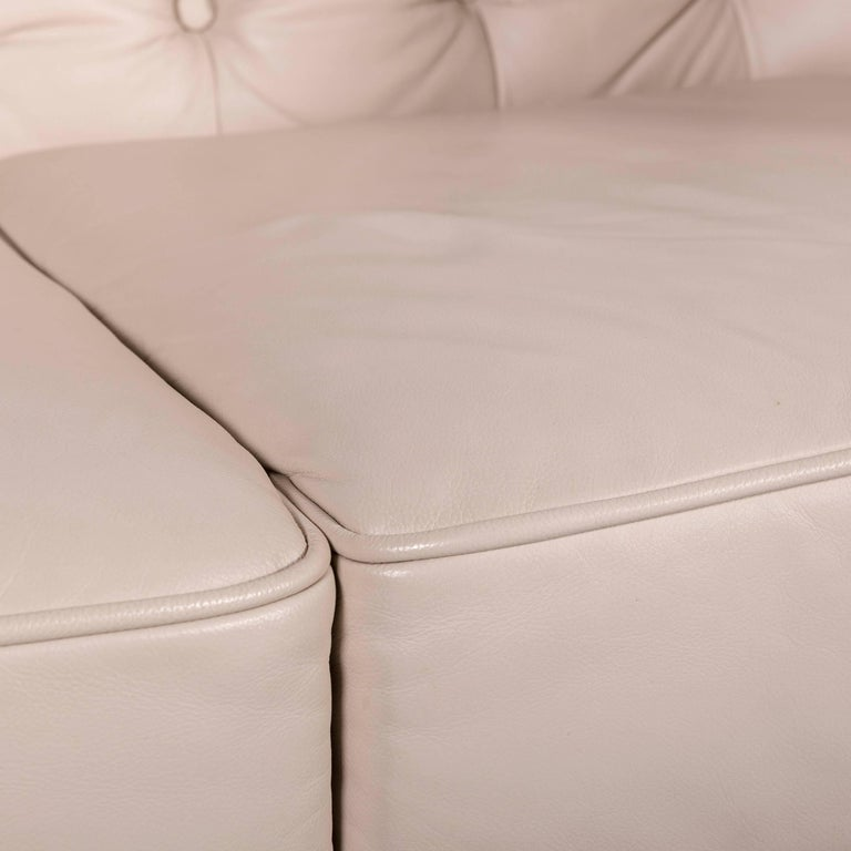 Chesterfield Leather Sofa Off-White Two-Seat Couch In Excellent Condition In Cologne, DE