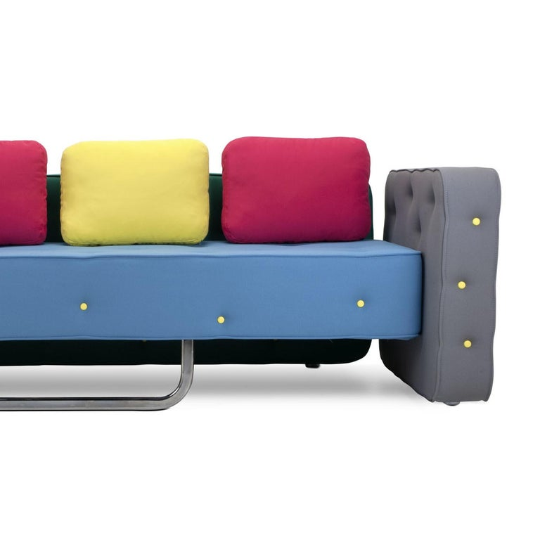 Chew is an unassembled, unstructured sofa, born from the assembly of three geometric elements that can be freely combined with the same randomness with which plastic building blocks fit together. The deep seat can be used also as a single bed.