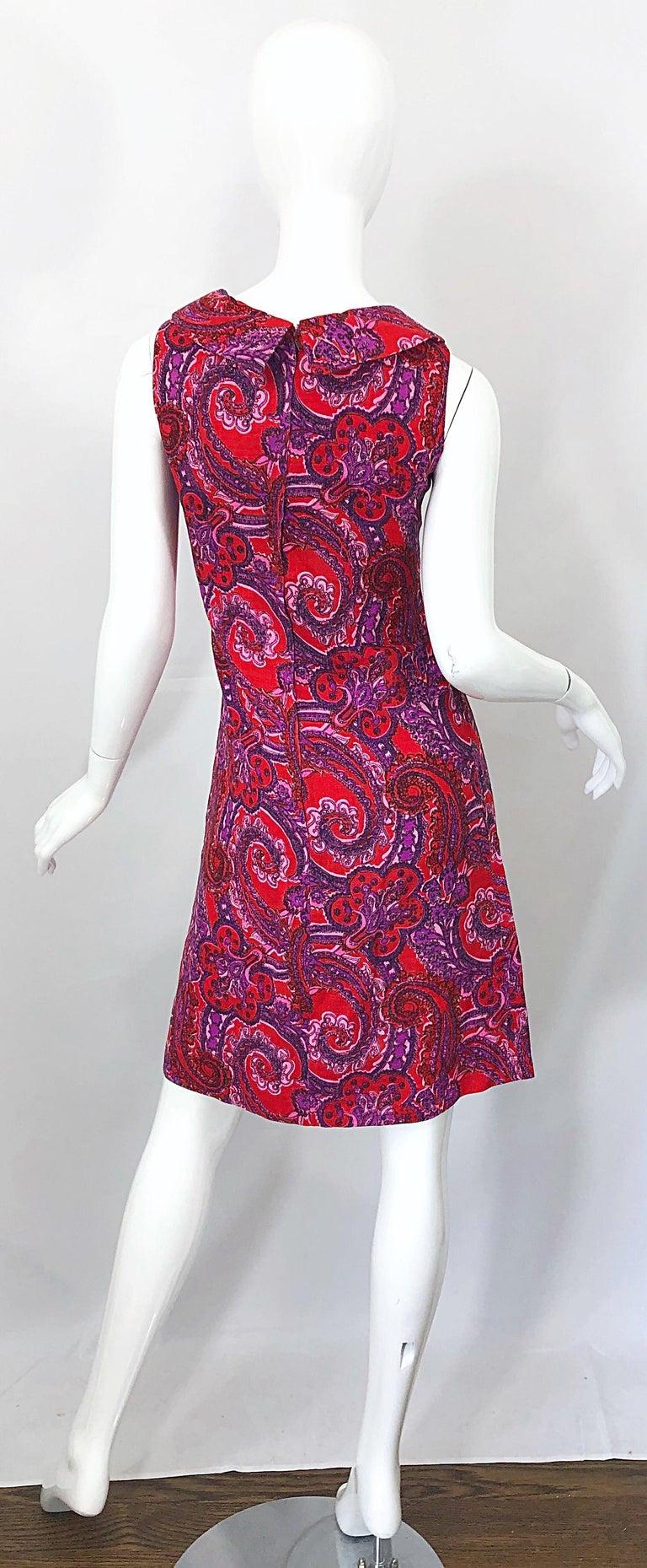 Women's Chic 1960s Irish Linen Pink + Red + Purple Paisley Vintage 60s Mod Shift Dress For Sale