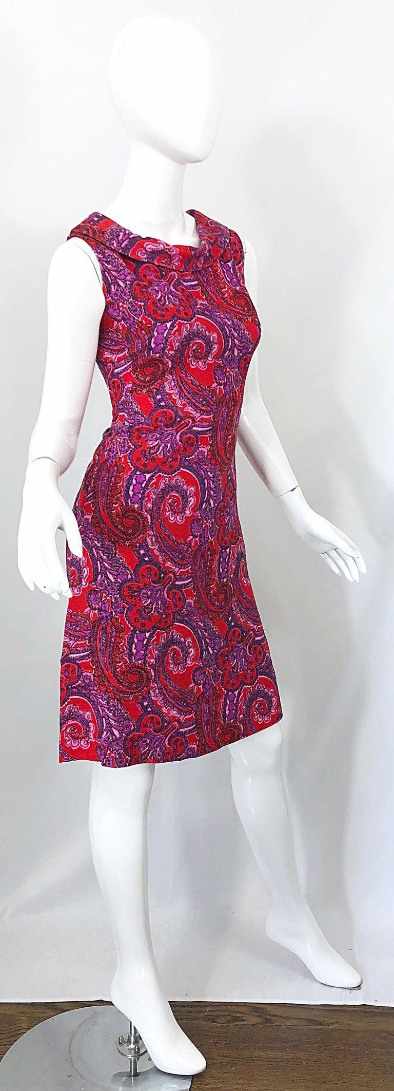Chic 1960s Irish Linen Pink + Red + Purple Paisley Vintage 60s Mod Shift Dress For Sale 4