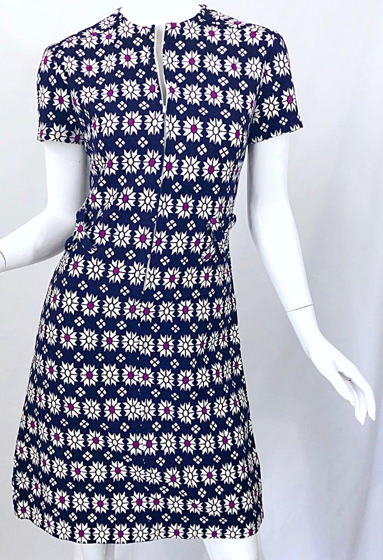 Chic 1960s Navy Blue + Fuchsia + Yellow Geometric Daisy Print 60s A Line Dress For Sale 6
