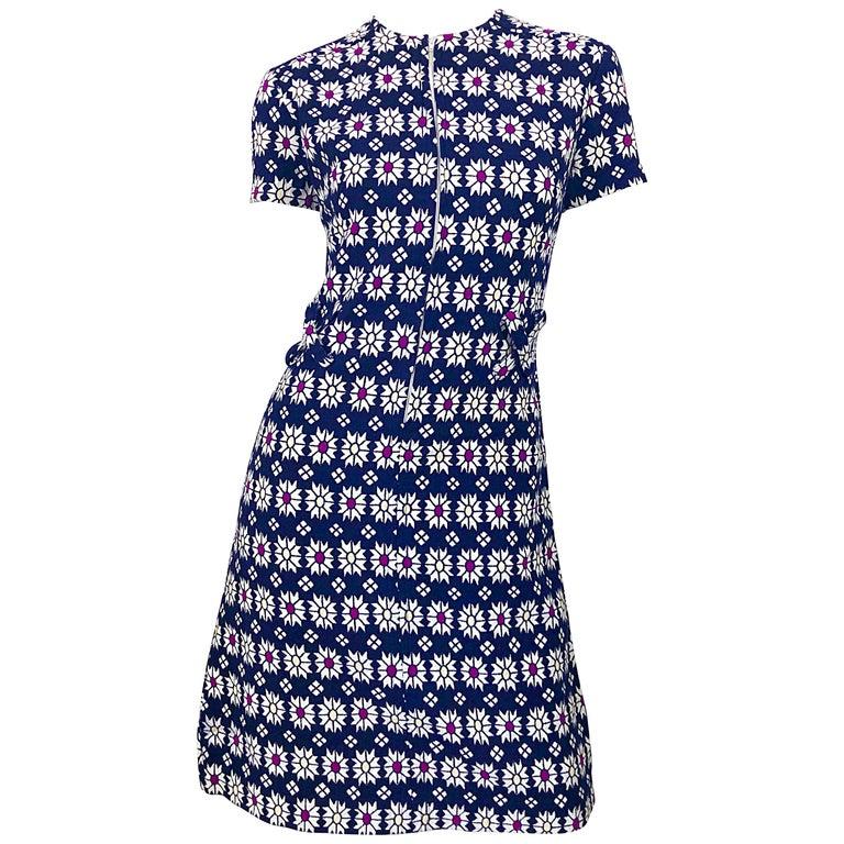 Chic 1960s Navy Blue + Fuchsia + Yellow Geometric Daisy Print 60s A Line Dress For Sale