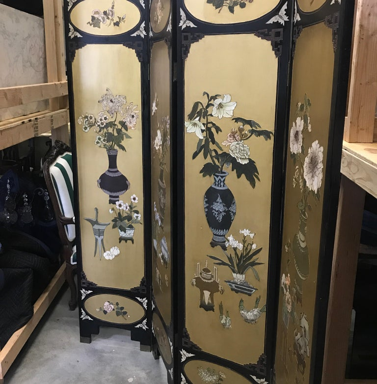 Chinese Export Chic Art Deco, Gilt and Lacquered Chinese Coromandel Screen For Sale
