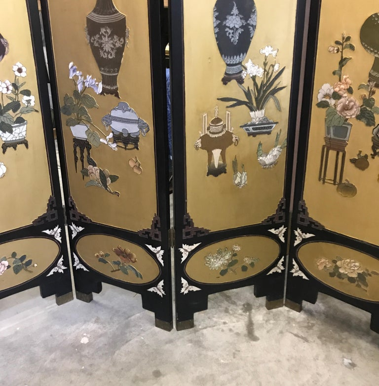 Chic Art Deco, Gilt and Lacquered Chinese Coromandel Screen In Good Condition For Sale In Lambertville, NJ