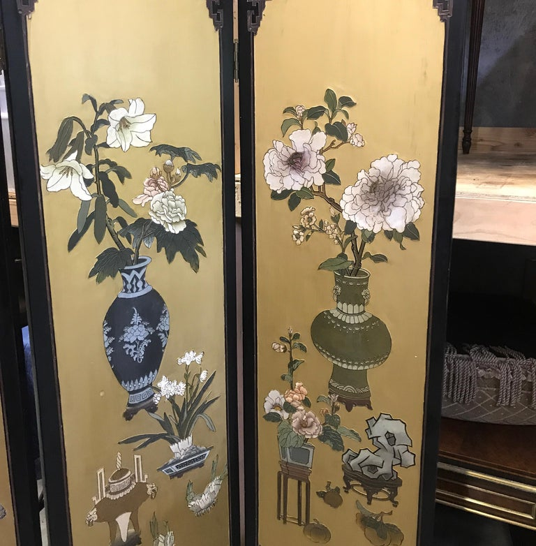 Chic Art Deco, Gilt and Lacquered Chinese Coromandel Screen For Sale 4