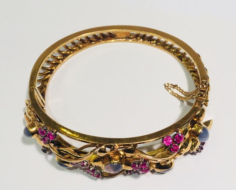 Women's Art Nouveau Star Sapphire Natural Ruby 18 Karat Gold Floral Bangle Bracelet For Sale