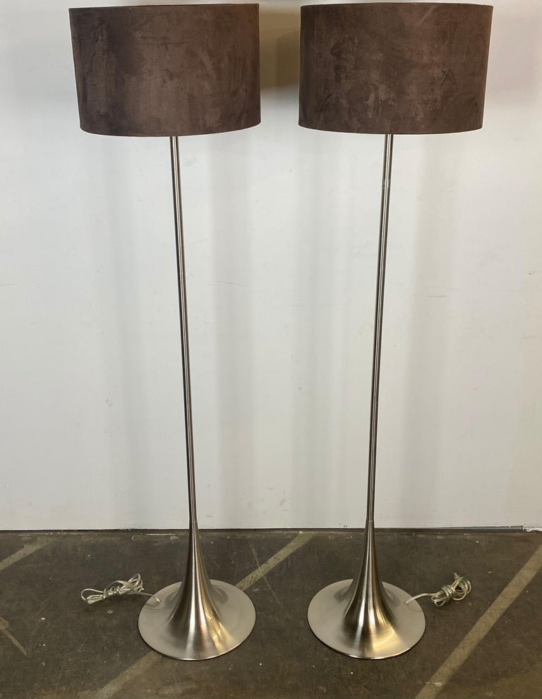 Chic Mid-Century Modern style floor lamps. Evocative of Eero Saarinen's tulip design and also Laurel Lamp Company's similar floor lamp design. Featuring matching suede shades. Tested and working. In very good condition.