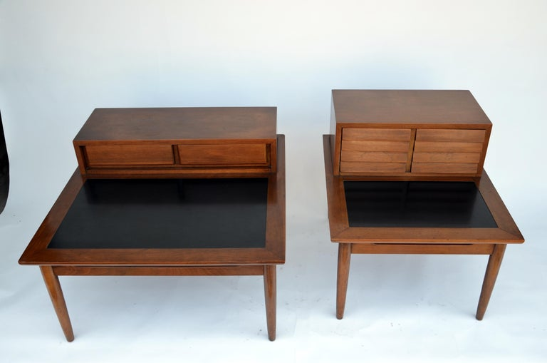 Mid-Century Modern Chic pair of Mid-Century Side Tables by American of Martinsville For Sale