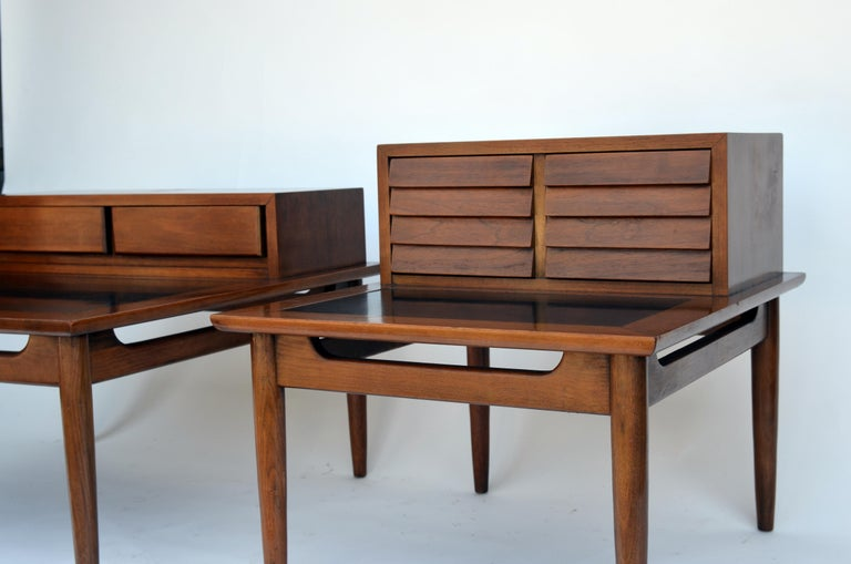 Polished Chic pair of Mid-Century Side Tables by American of Martinsville For Sale