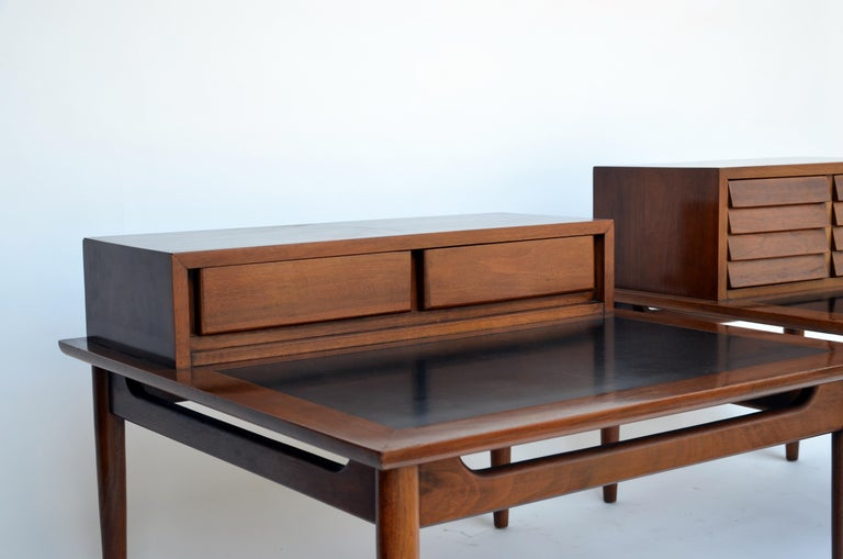 Chic pair of Mid-Century Side Tables by American of Martinsville In Excellent Condition For Sale In Los Angeles, CA