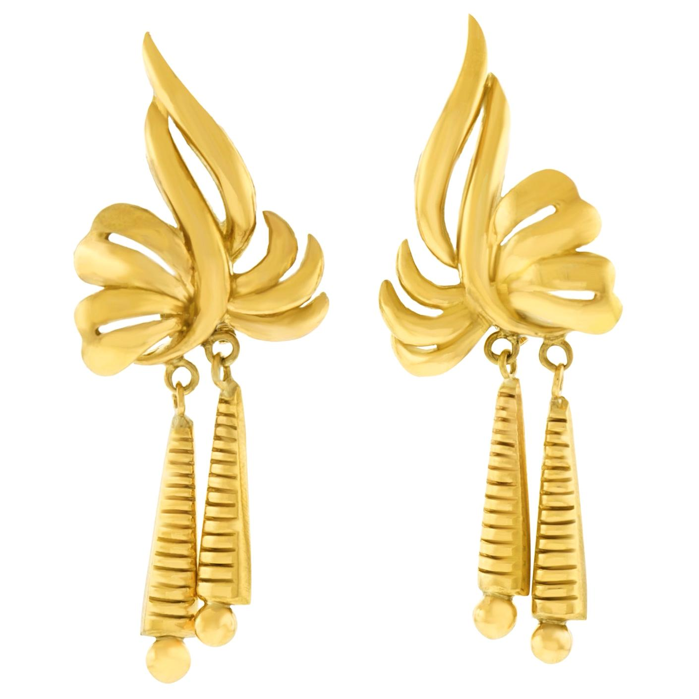 Chic Retro 1960s Gold Earrings