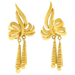 Chic Retro 1960s Gold Earrings