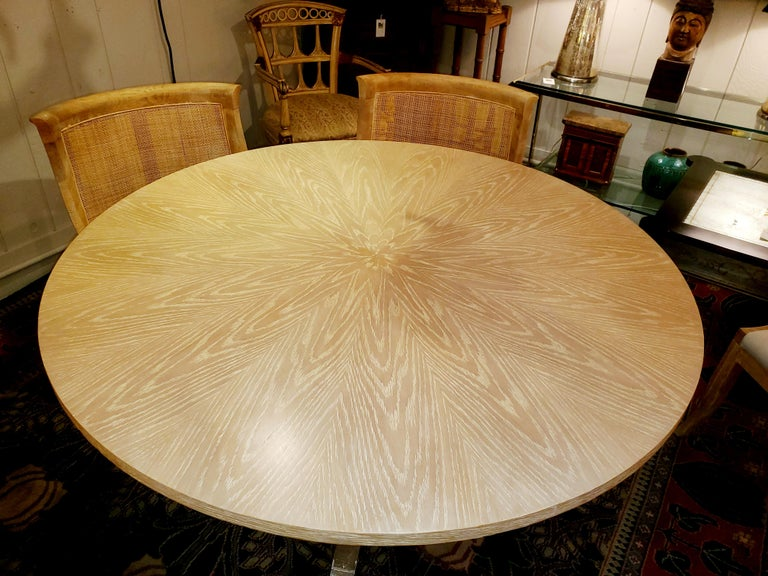 Chic Round Contemporary Blonde Oak & Gilt Dining Table For Sale 4