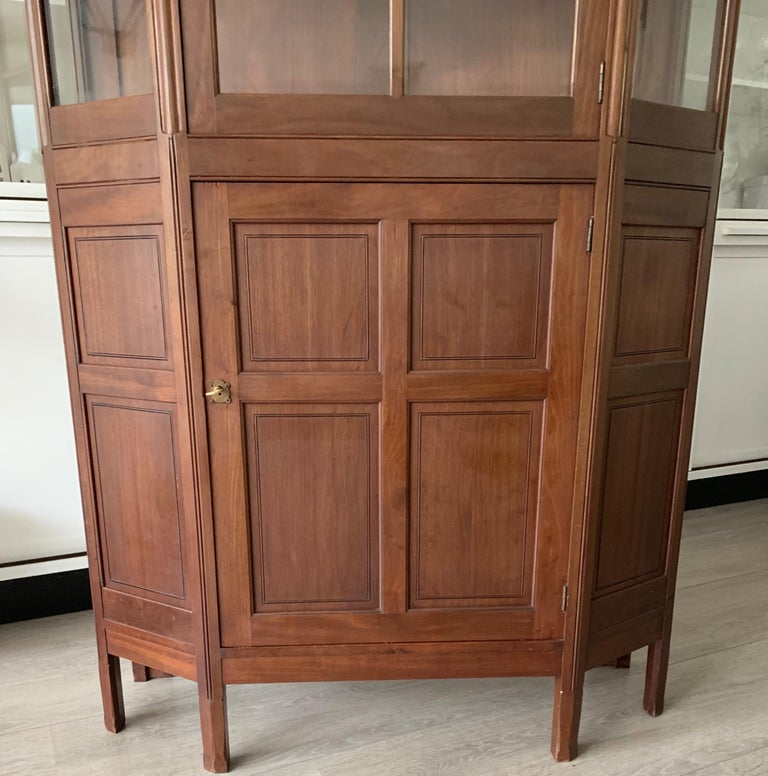 Chic and Stylish Solid Mahogany Dutch Arts & Crafts Display Cabinet / Showcase For Sale 8