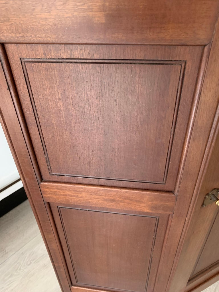 Chic and Stylish Solid Mahogany Dutch Arts & Crafts Display Cabinet / Showcase For Sale 12