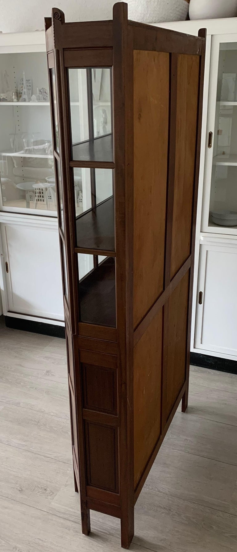 Chic and Stylish Solid Mahogany Dutch Arts & Crafts Display Cabinet / Showcase For Sale 6