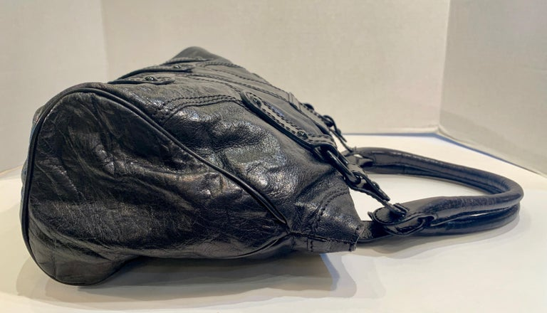 Chic Valentino Metallic Black Leather Catch Purse with Black Crystal Logo Clasp For Sale 6