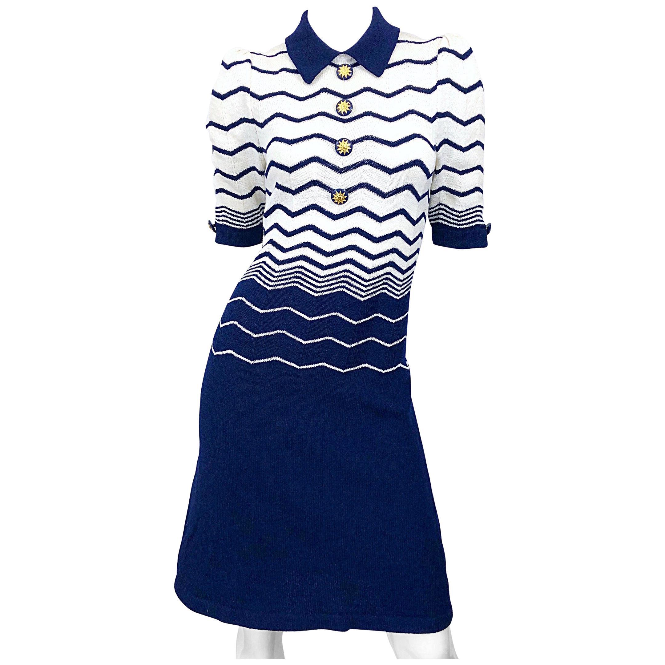 Chic Vintage 1980s Adolfo Navy Blue White Zig Zag Print Short Sleeve Knit Dress