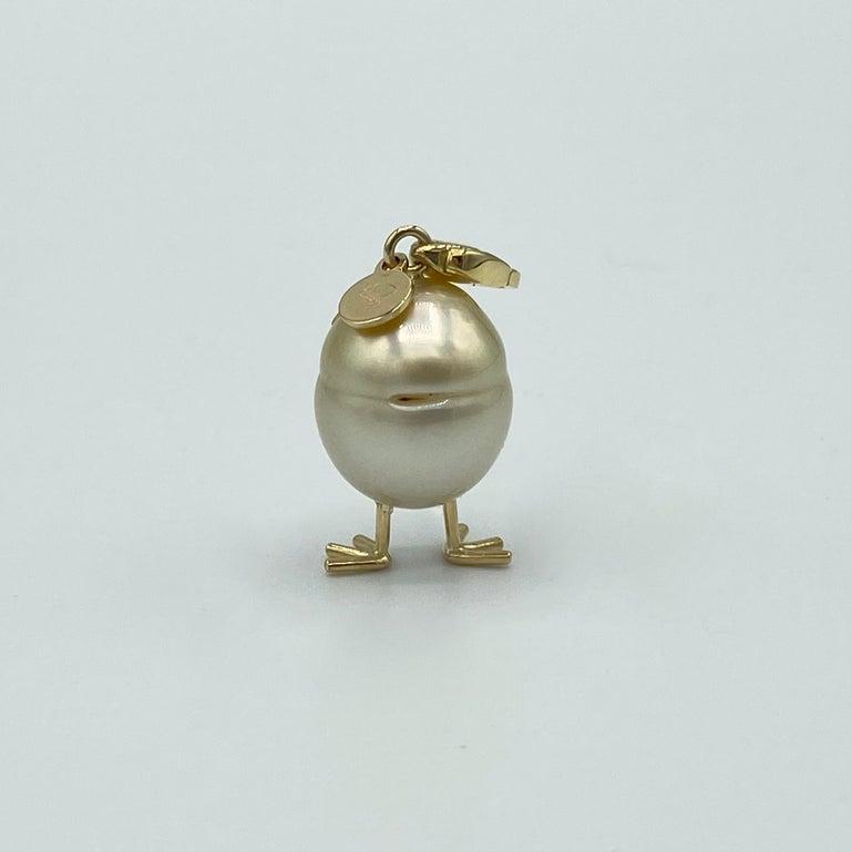 Round Cut Chick Pearl Black Diamond 18 Karat Gold Pendant Necklace or Charm