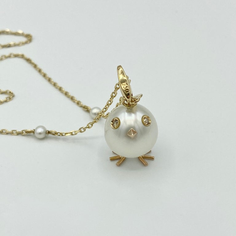 Contemporary Chick Pearl Diamond 18 Karat Gold Pendant Necklace or Charm Made in Italy For Sale