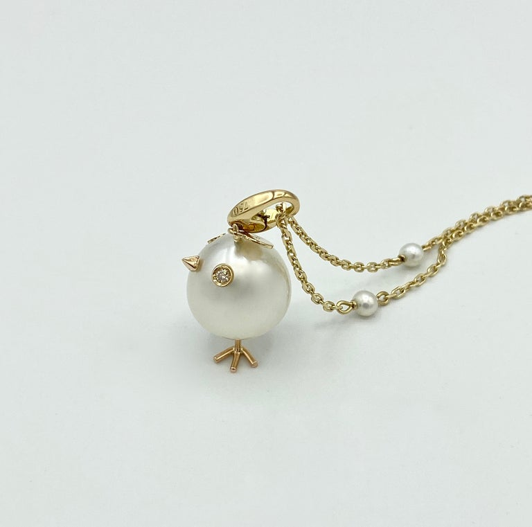 Women's Chick Pearl Diamond 18 Karat Gold Pendant Necklace or Charm Made in Italy For Sale