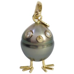 Petronilla Chick South Sea Pearl White Diamond Gold 18 Kt Pendant Necklace